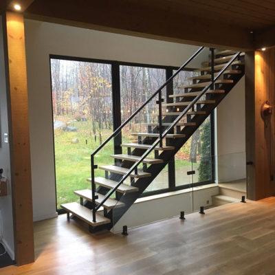 Installation de rampes en verre à Morin Heights