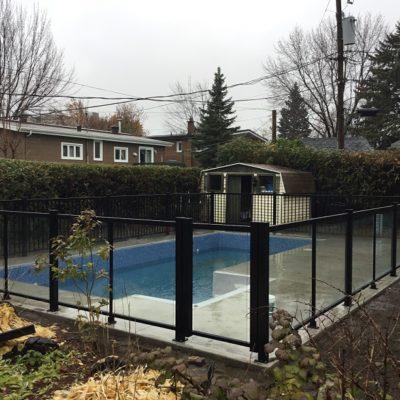 Clôture de piscine, rampe en verre intérieur et clôture intimité à Laval (Vimont)