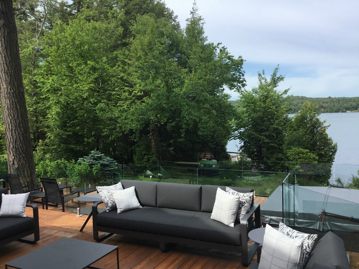patio-sainte-anne-des-lacs
