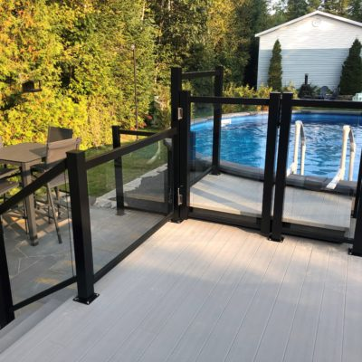 Refurbishment of a deck with aluminum railing in Saint-Donat