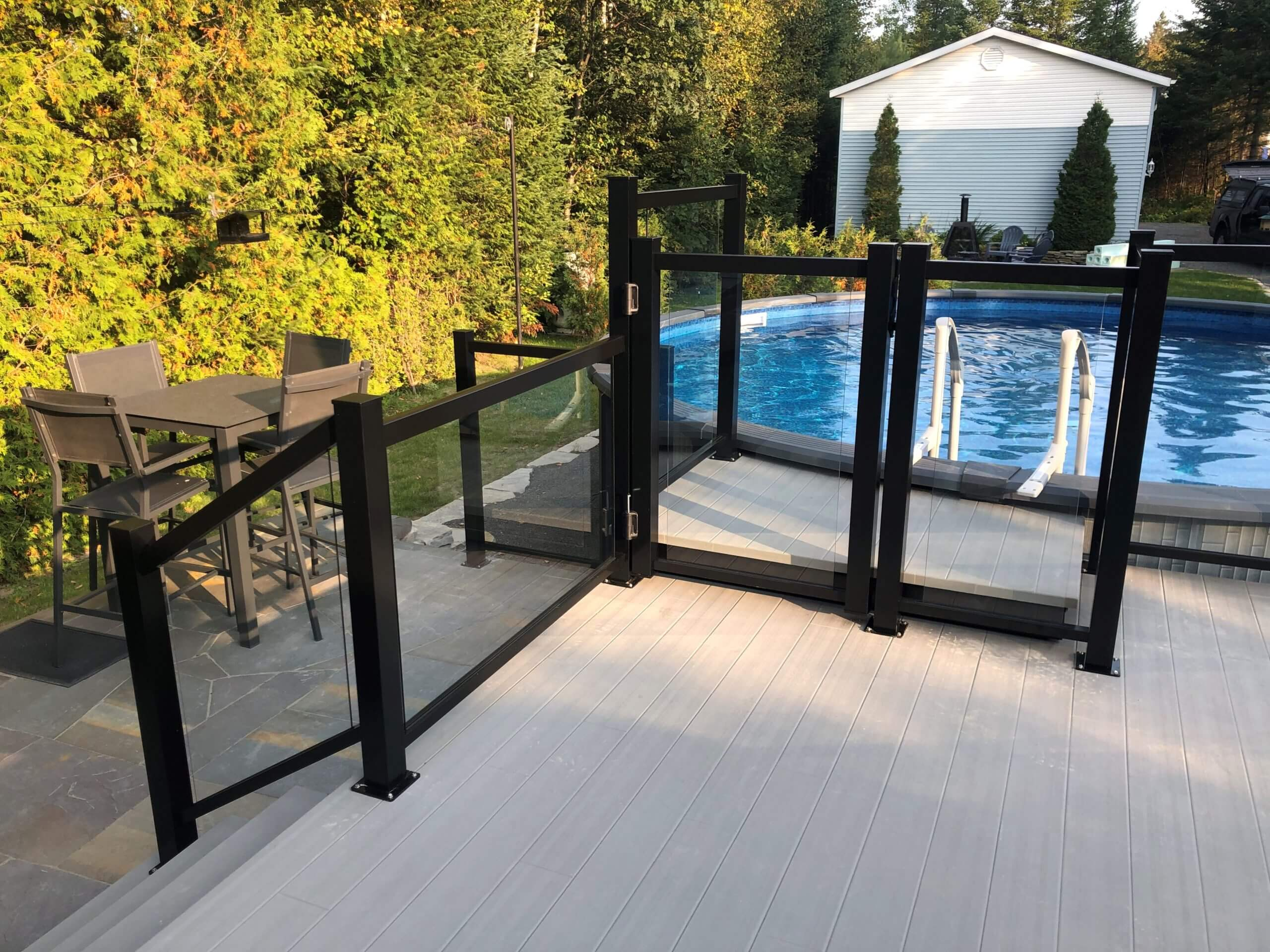 clôture de piscine en verre et aluminium