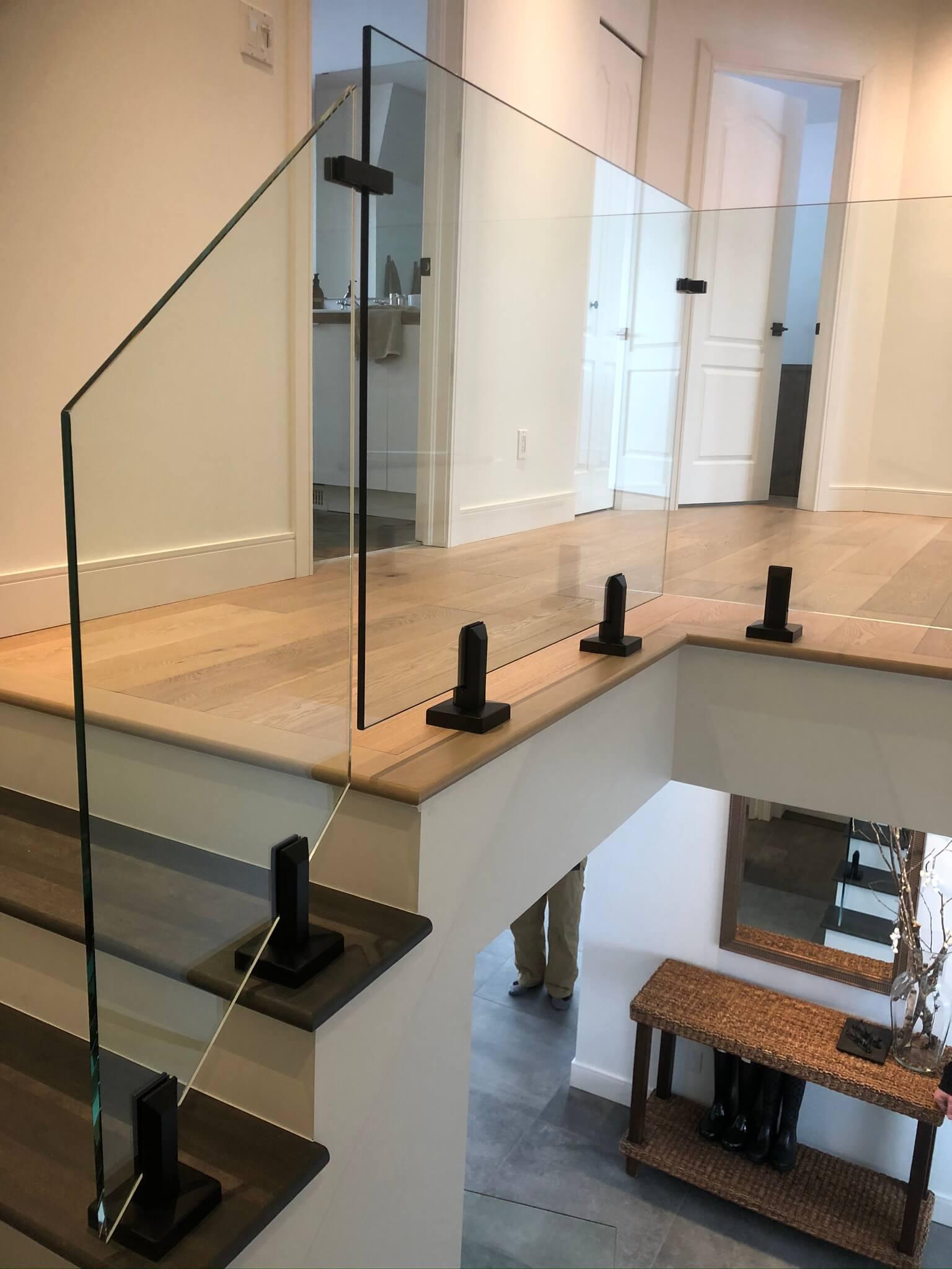 interior modern glass railing 03