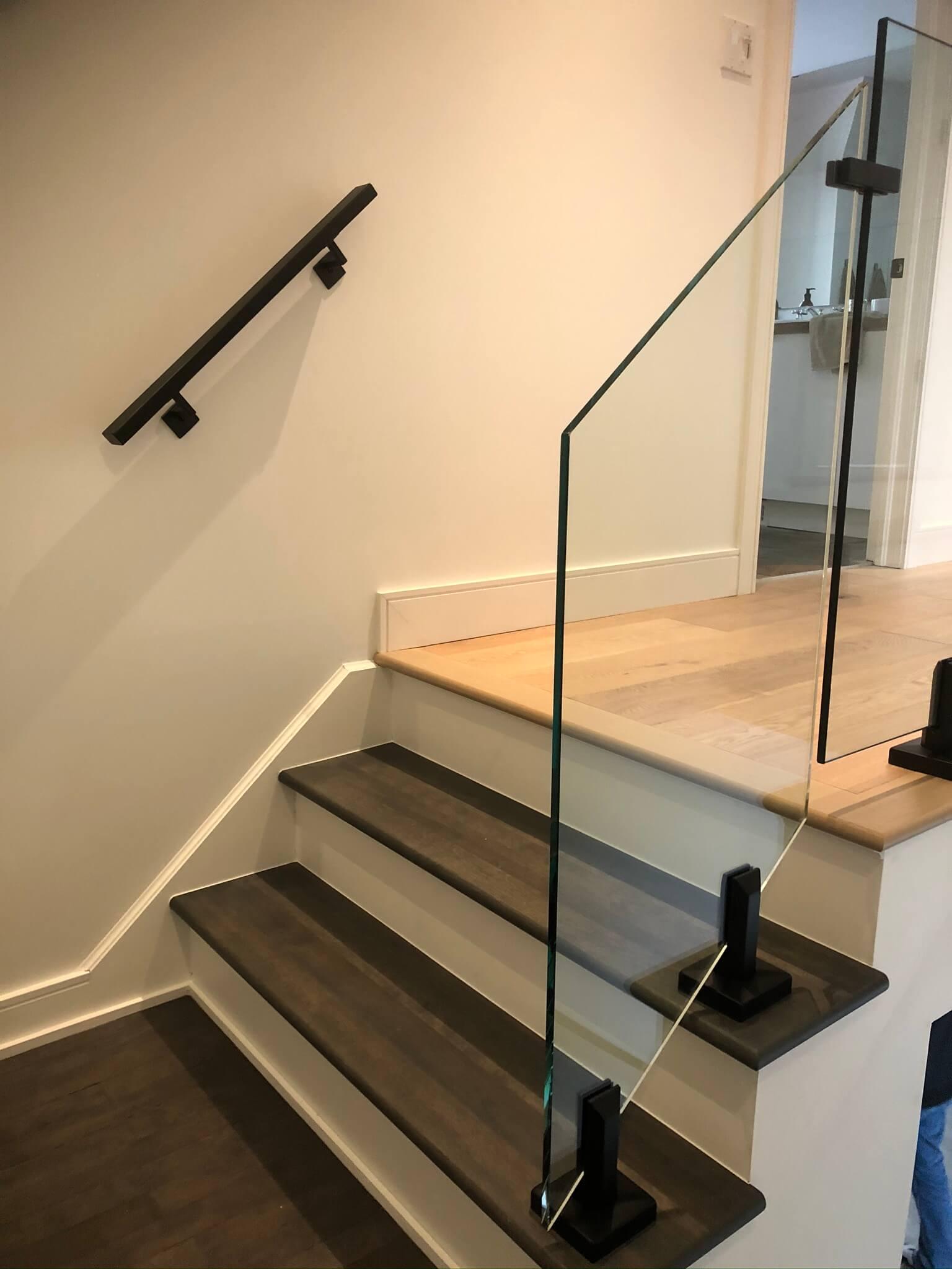 interior modern glass railing 02