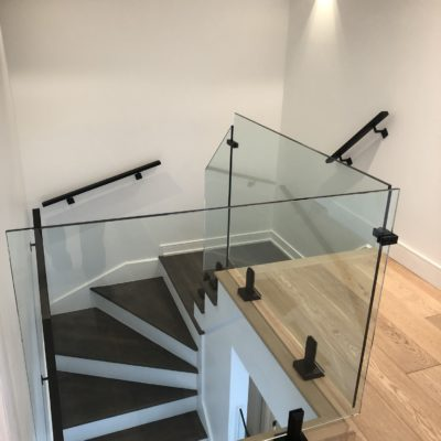 Interior glass railings in Saint-Adolphe-d'Howard