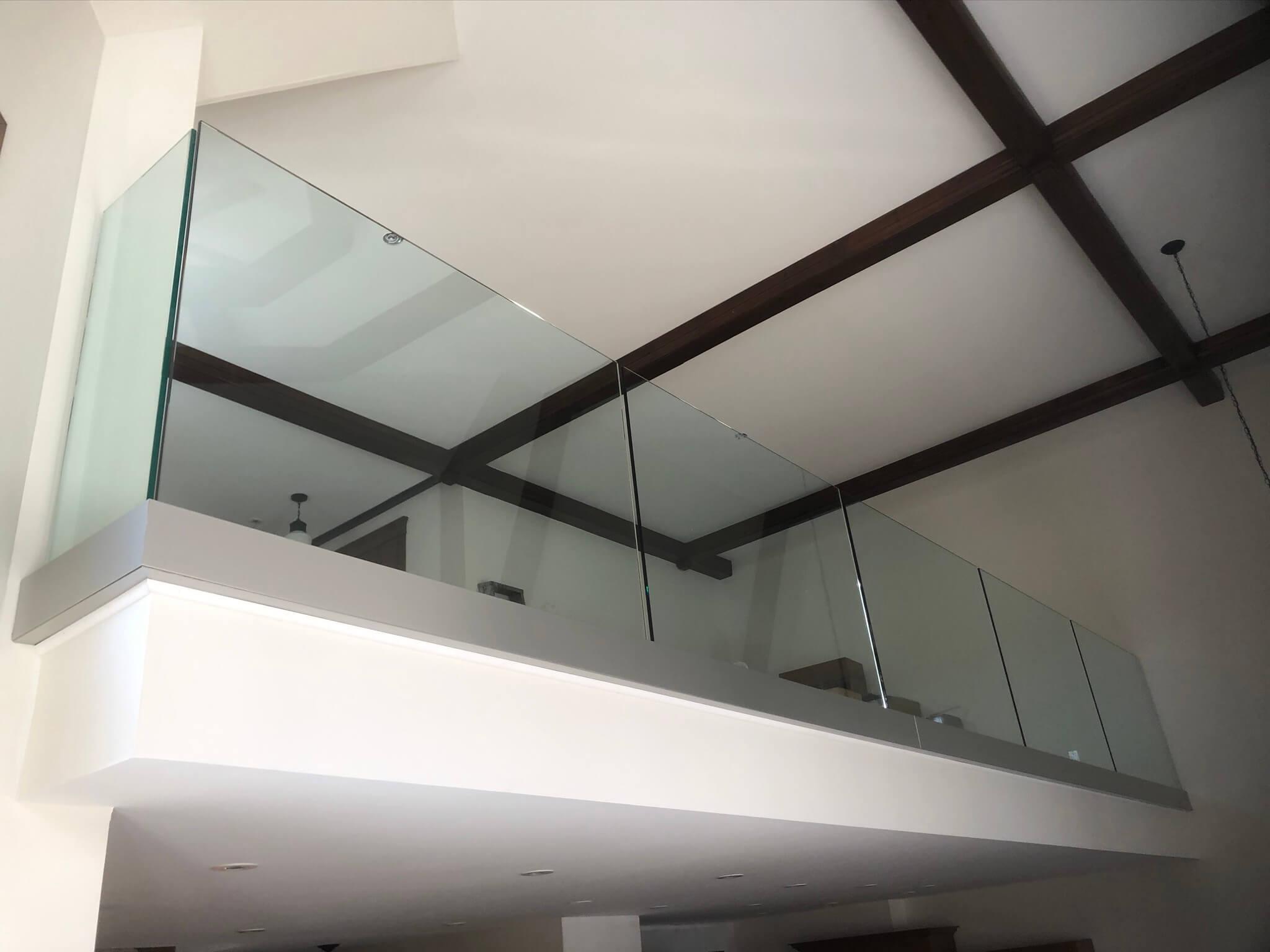 rampe en verre sur rail aluminium