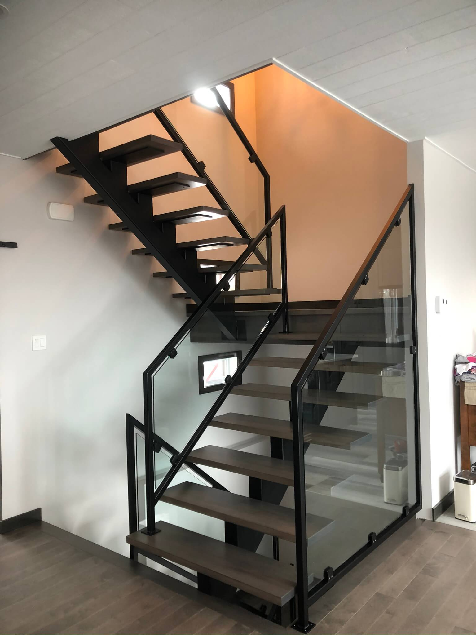 black central stringer staircase with glass railing 01