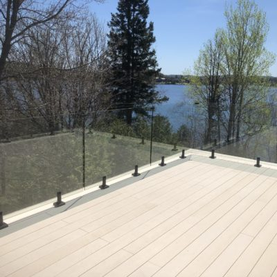 Deck, glass railing and wall refurbishment in Estérel