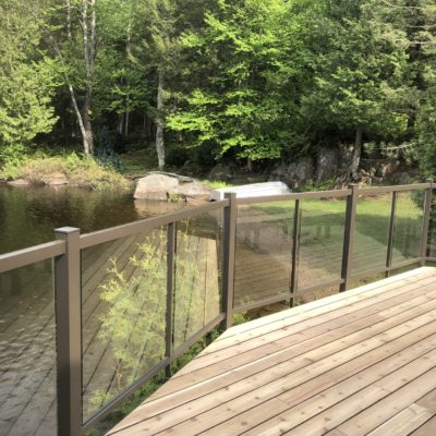 Cedar deck and glass railing in Wentworth-Nord