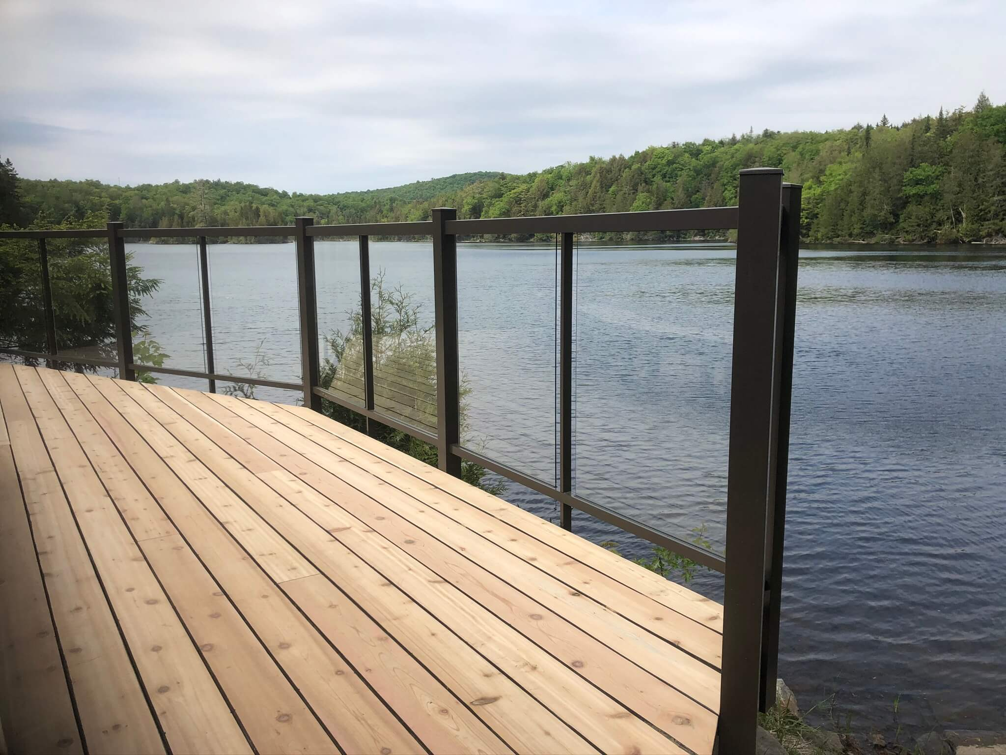 deck with glass railing Wenworth-Nord 01