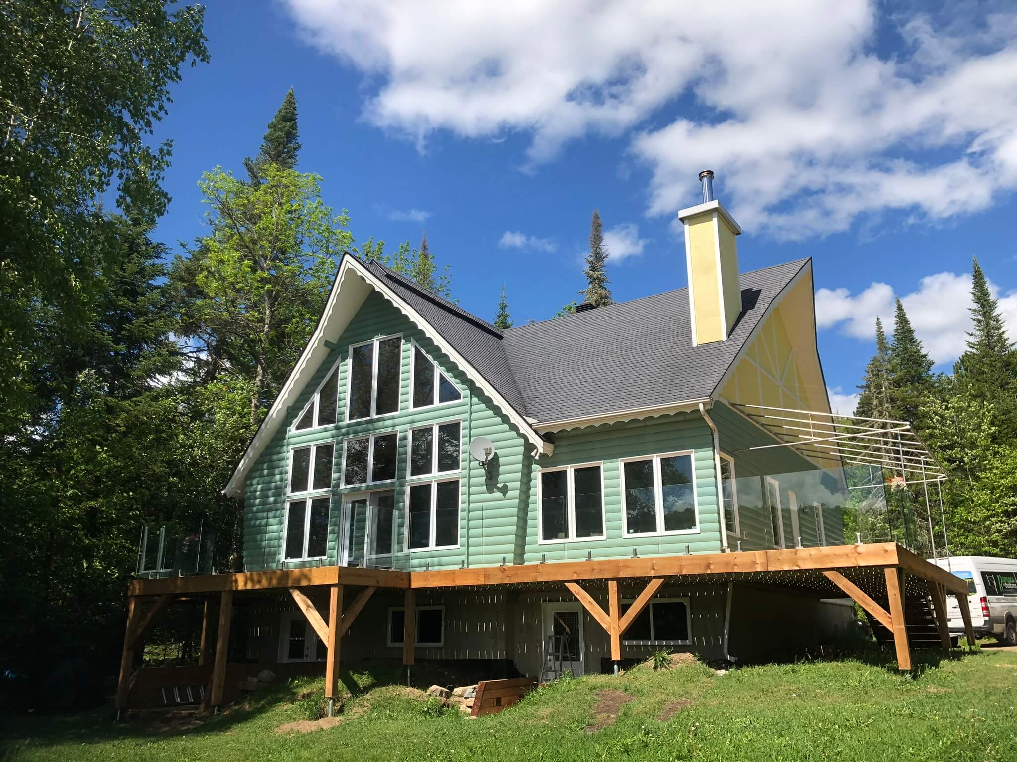 white cedar deck with glass railing 03
