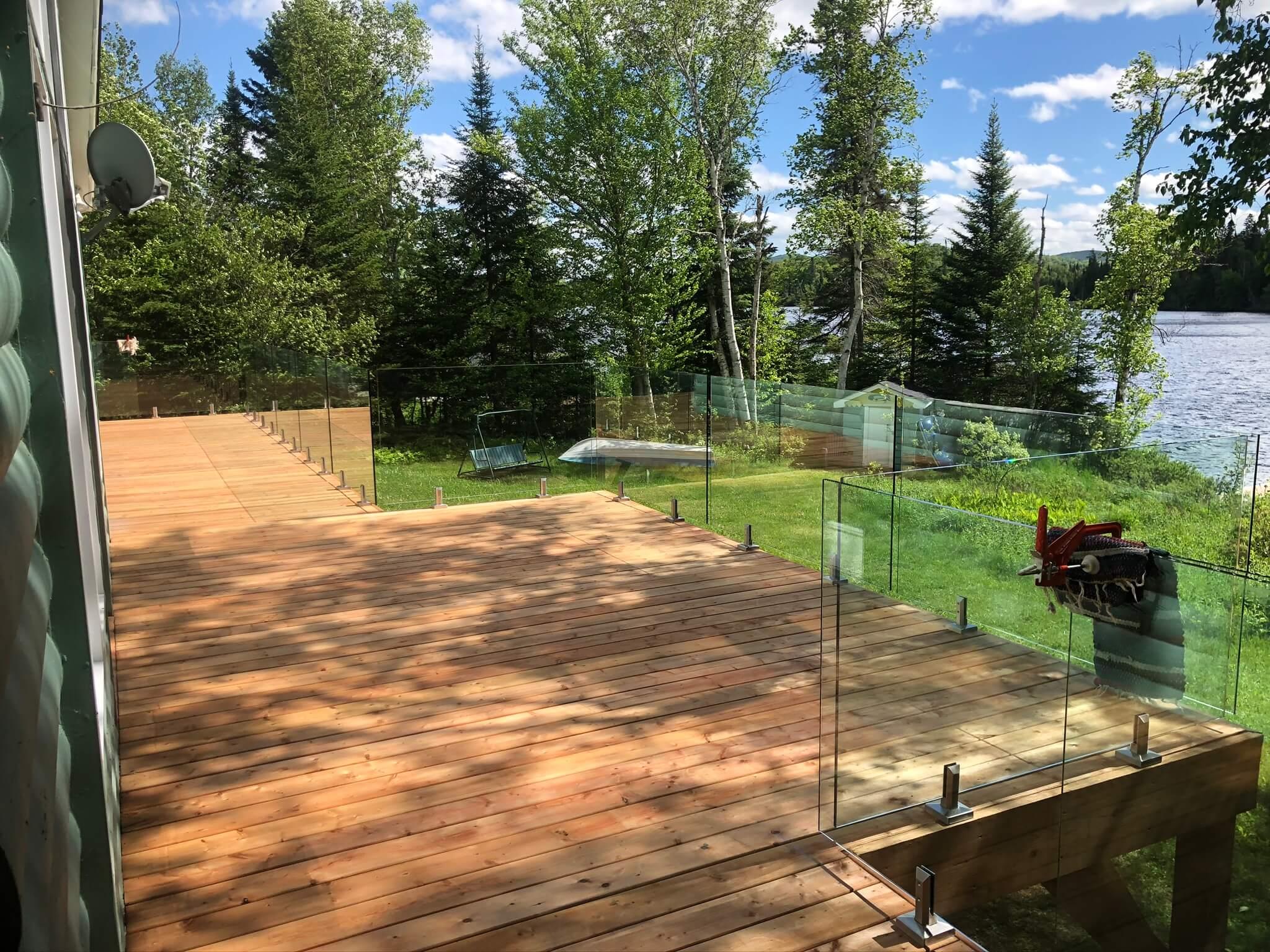 white cedar deck with glass railing 01