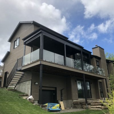 Exterior aluminum staircase and railing in Saint-Adolphe-d'Howard