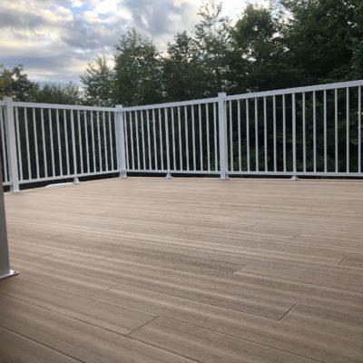 Engineered fibreglass deck in Saint-Adolphe-d'Howard