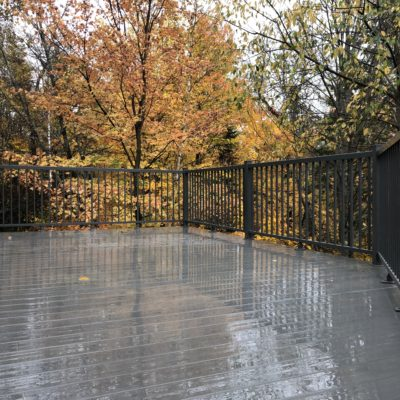 Deck with engineered fibreglass floor in Morin-Heights