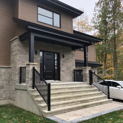 Exterior aluminum railings in Sainte-Sophie