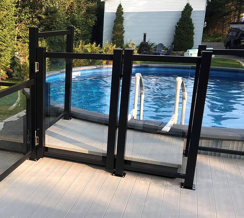 clôture de piscine en verre