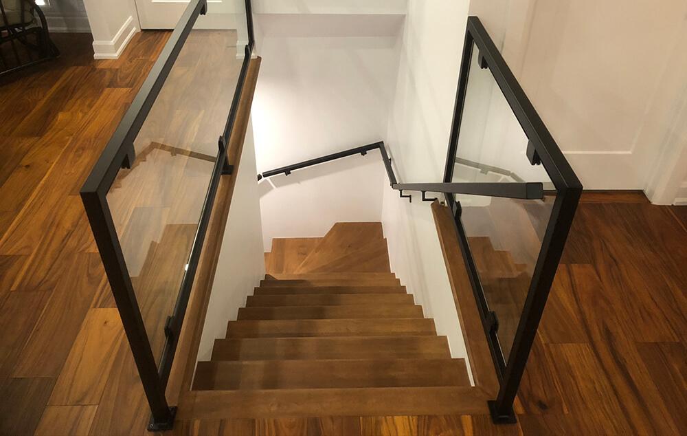 Escalier intérieur et rampe