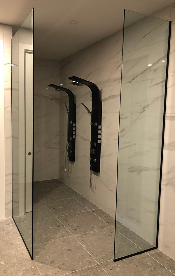 murs et portes de douche en verre